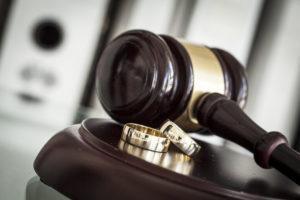 кольца и судейский молоток