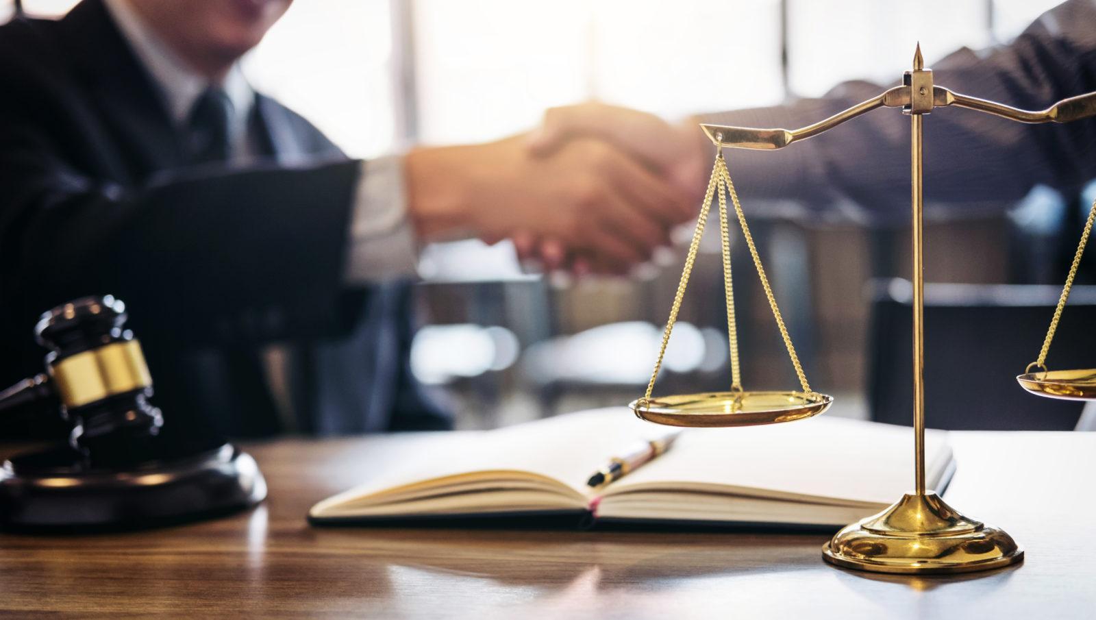 адвокат для ведения дела в суде